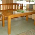 Masa din lemn cu sticla